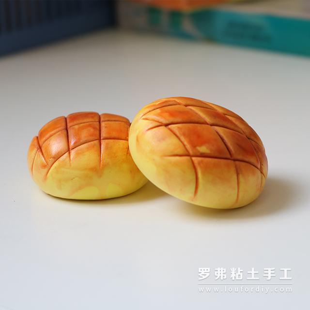 香喷喷的超轻粘土菠萝面包制作食物教程